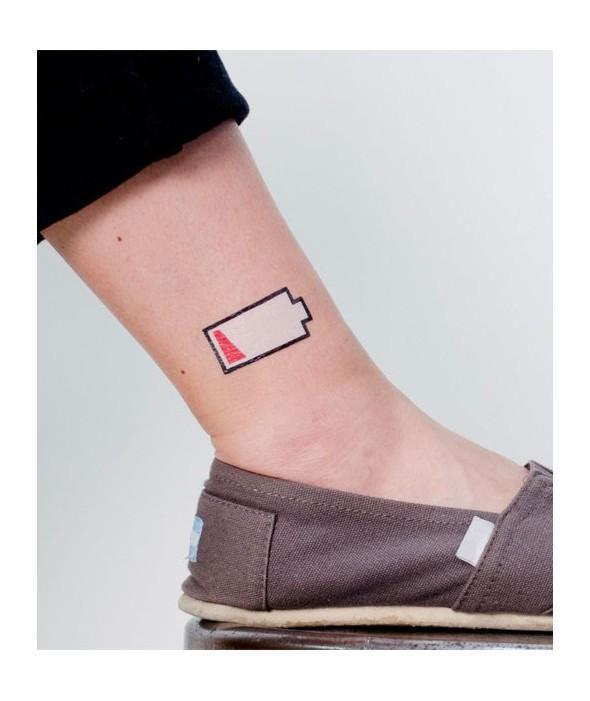 """Татли - 2 Временни Дизайнерски Татуировки """"Low Battery"""""""
