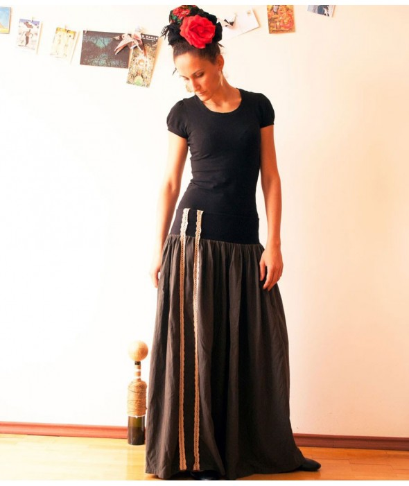 Дълга, широка пола по поръчка от Артелие с цветове по избор
