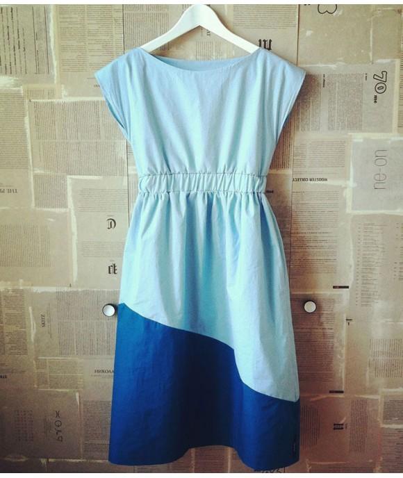 Къса ежедневна свежа рокля с възможност за изор на цвят от Артелие